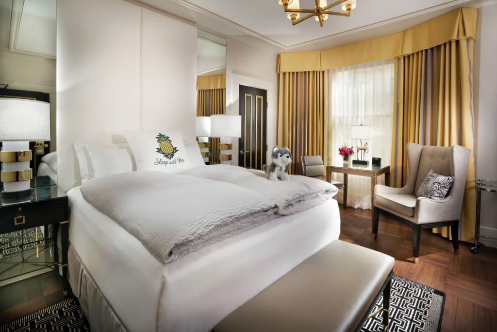 StayPineapple room